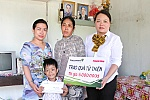 Child with many diseases receives donation of nearly VND48 million