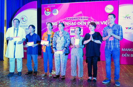 """Music to Hospital"" program at Khanh Hoa General Hospital"