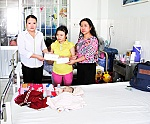 Infant suffering many diseases receives financial assistance of VND52.3 million