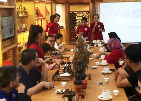"Delegates enjoying ""agar coffee"" while being introduced to agarwood, specialty of Khanh Hoa."