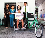 More than VND33 million offered to young man with paraplegia