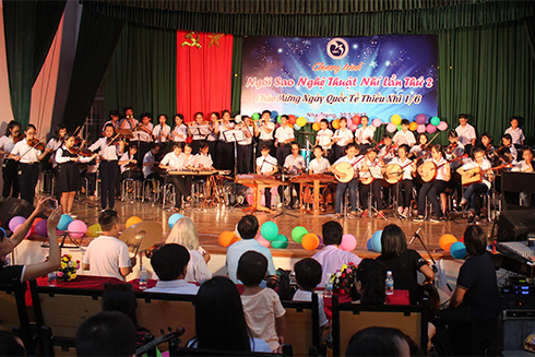 Orchestra performing Doraemon's theme song.