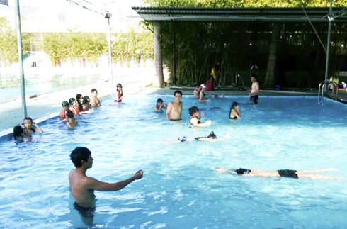 Nha Trang holds drowning prevention course for teenagers and children