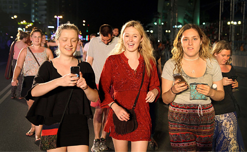 Foreign tourists in farewell night of Sea Festival.