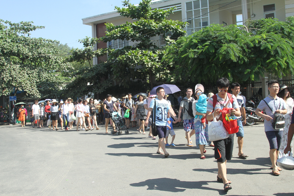 Foreign tourists in Nha Trang