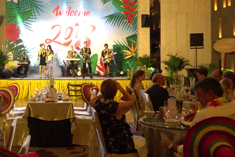 Foreigners welcome New Year 2018 in Nha Trang