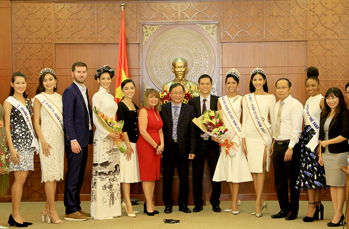 Khanh Hoa's authority meets representatives of Miss Universe and Miss Universe Vietnam