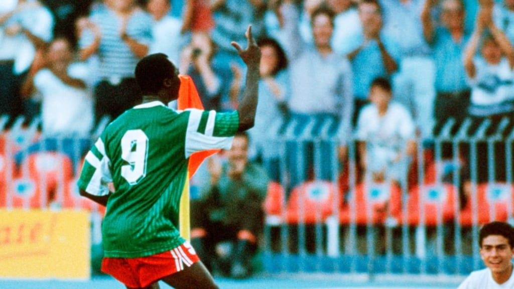 "<p style= ""text-align: justify; "">Điệu nhảy trứ danh của Roger Milla của Cameroon tại World Cup 1990</p>"