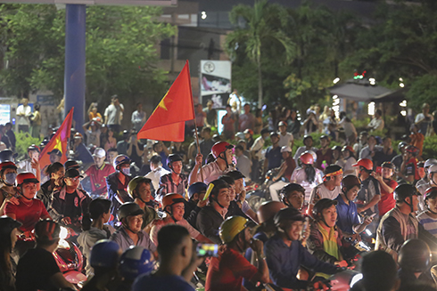 People in Nha Trang celebrate after Vietnam U-23 advances to semi-finals of ASIAD