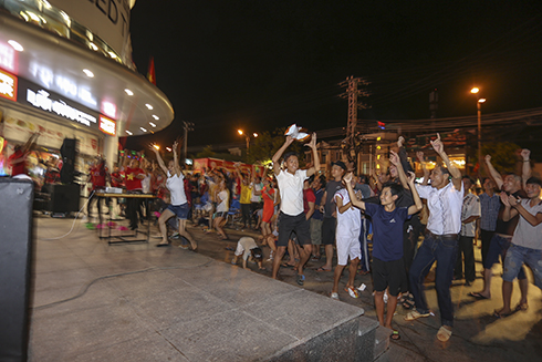 Crowd in front of Lotte Mart celebrating Van Toan's goal