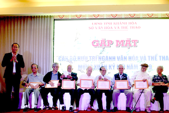 Meeting of 180 retirees of Khanh Hoa's cuural and sports section