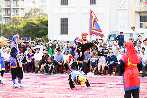 Interesting human chess games on Lunar New Year in Nha Trang
