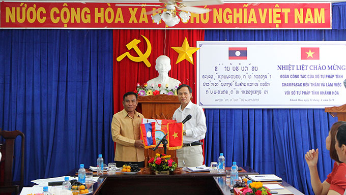 Champasak Department of Justice visits Khanh Hoa