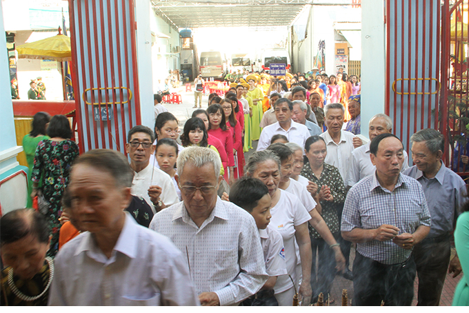 Khanh Hoa people paying tribute to Hung Kings