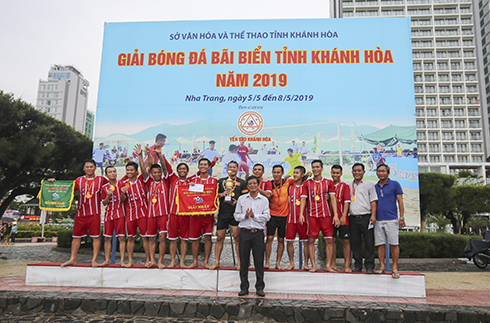Nha Trang team wins 2019 Sea Festival beach football competition