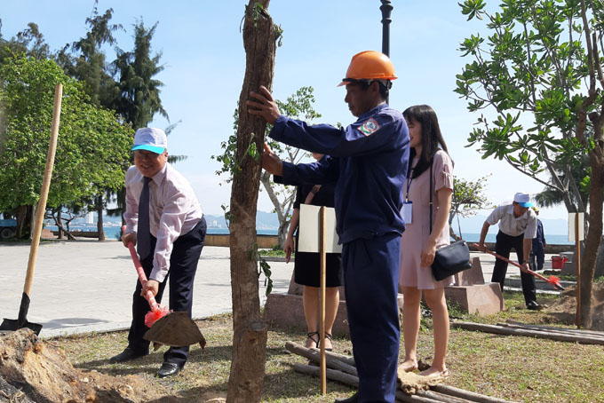Commemorative trees planted