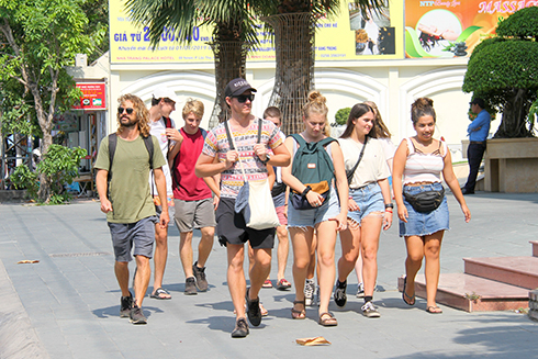 Khanh Hoa Province receives 2.73 million tourists for 5 months