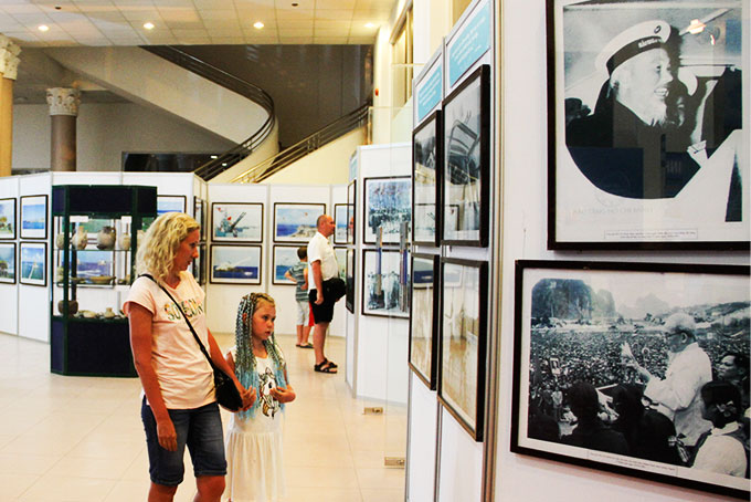 Colors of Vietnam's cuure and tourism featured at exhibition