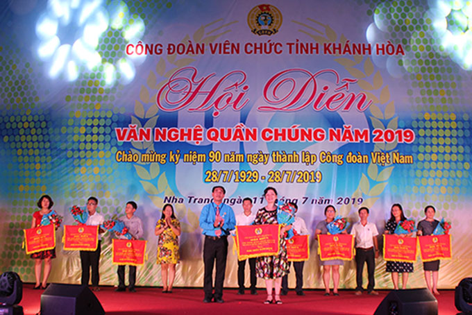 Public music program of Khanh Hoa's Official Labor Union joined by over 500 people