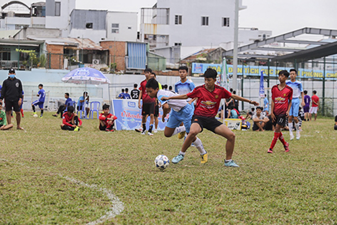 28 teams participate in Nha Trang's football tournament for teenagers and pupils