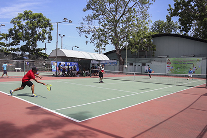 Over 400 players play Nha Trang tennis open competition
