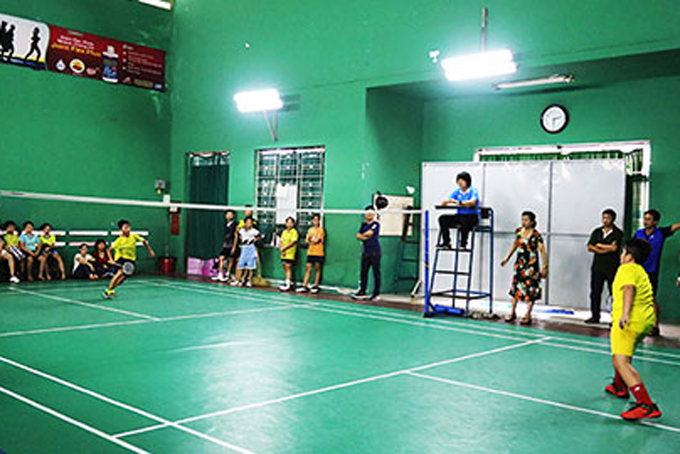 Nine medal sets given at Khanh Hoa's badminton open tournament for young players