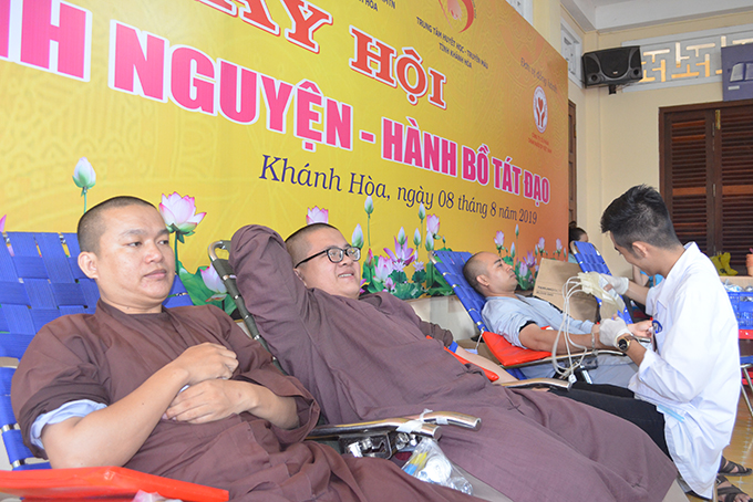 Over 200 Buddhists join Blood Donation Day in Khanh Hoa