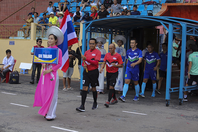 Team of Thai former players