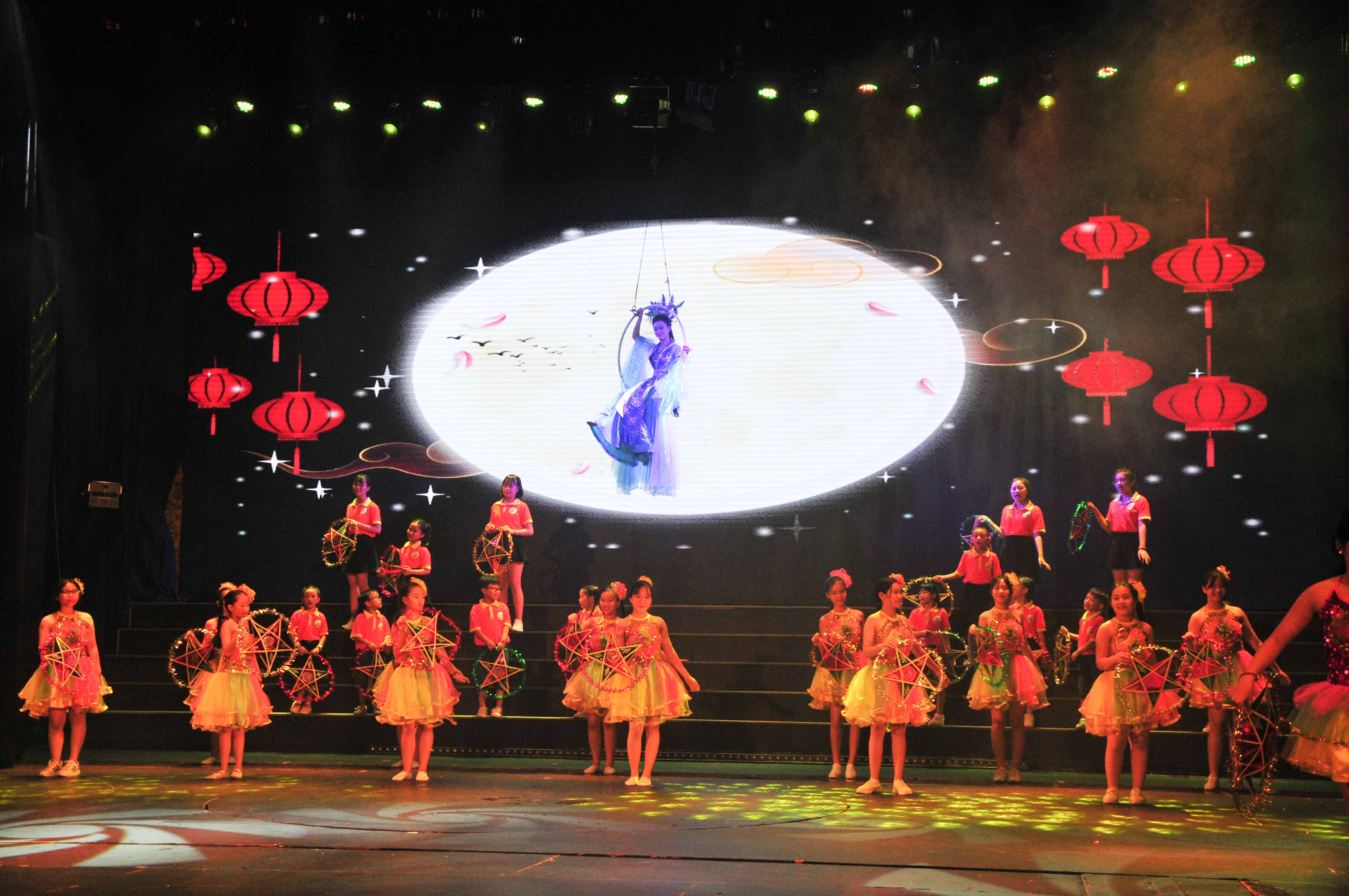 Music performance reflecting features of Mid-Autumn Festival