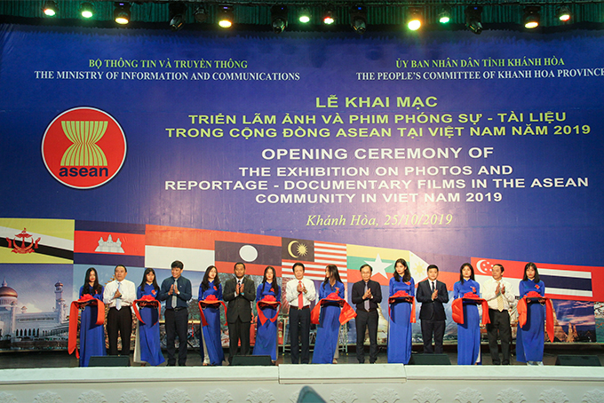 Exhibition on Photos and Reportage - Documentary Films in the ASEAN Community in Vietnam opens in Nha Trang