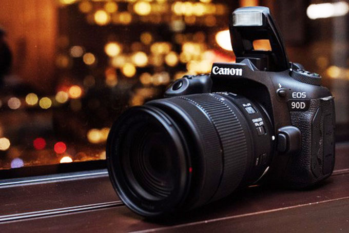 Chiếc EOS 90D
