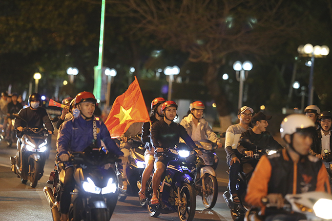 Football fans in Nha Trang take to the streets celebrating Vietnam's EA Games semi-final win