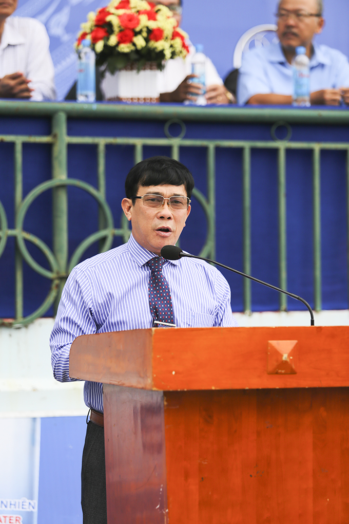 Leader of Nha Trang Education and Training Bureau speaking at opening ceremony