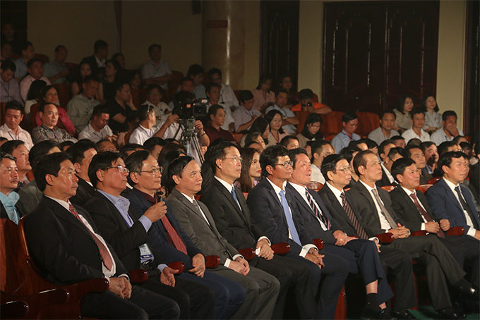 Central and local representatives attending the opening ceremony