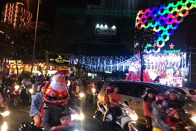 Crowded street in Nha Trang on December 24