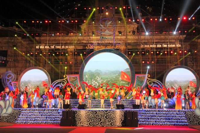 Opening performance of closing ceremony