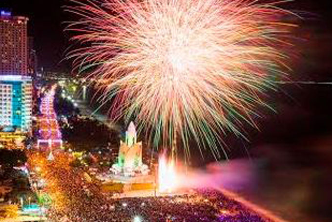 Fireworks to be set off in Nha Trang and Cam Ranh on Lunar New Year Eve 2020