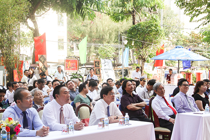 Leaders of Khanh Hoa Province and provincial departments attending opening ceremony