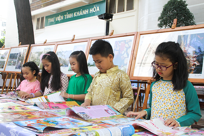 Young readers watching spring newspapers for children