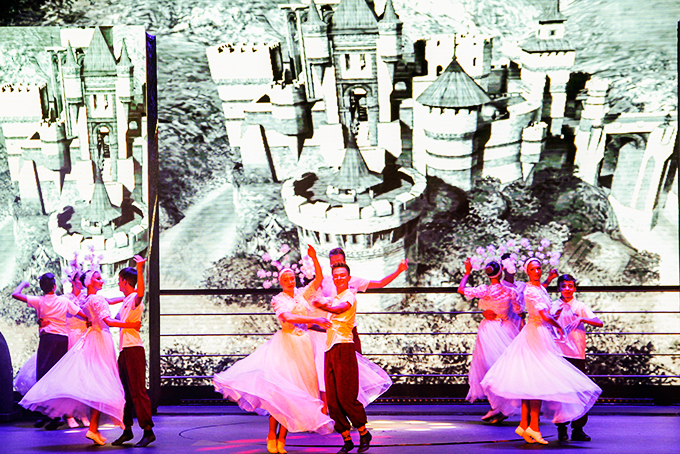 Artists of Rovesnik art group from Belarus perform in Nha Trang