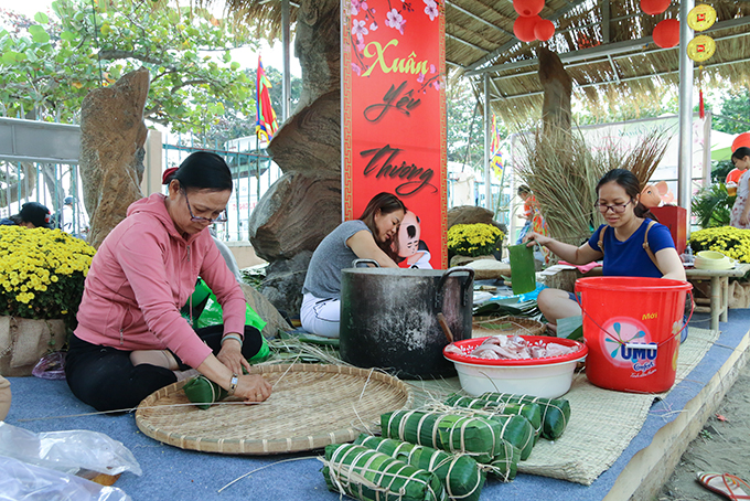 """400 """"Chưng"""" and """"Tét"""" cakes will be offered to disadvantaged people"""