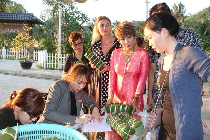 Participants registering their cakes before they are cooked