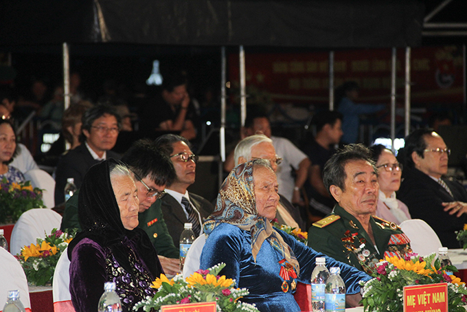 Representatives of Vietnamese Heroic Mothers and Heroes of the People's Armed Forces