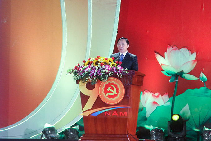 Nguyen Khac Dinh delivering speech celebrating the 90th founding anniversary of the Communist Party of Vietnam