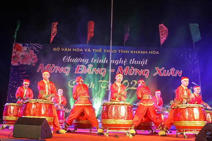 Music show begins with drumbeats…