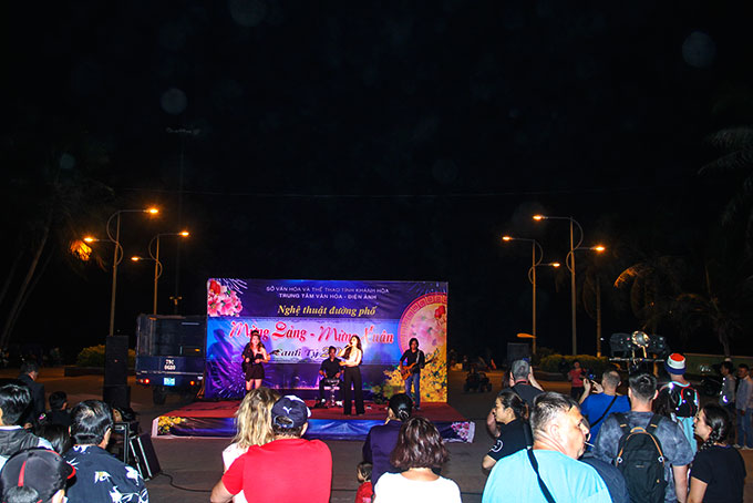 Enjoying street music and art shows in Nha Trang