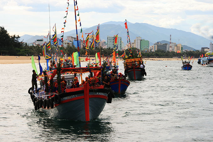 A Whale Worshipping Ceremony organized by fishermen in Vinh Truong Ward