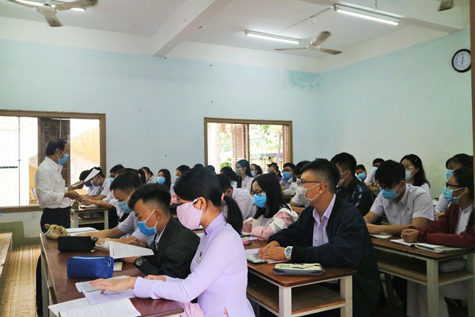 Khanh Hoa Province: Over 37,000 students of high schools and regular education centers returning to schools
