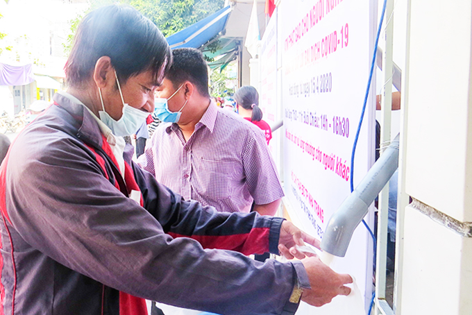 Rice ATM provides free rice for needy people amid coronavirus crisis
