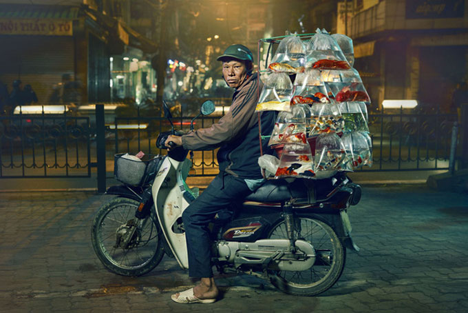 Photo of pet fish sold on motorbike in Vietnam wins American photography contest